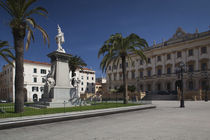 Low angle view of a building, Piazza d'Italia, Sassari, Sardinia, Italy von Panoramic Images
