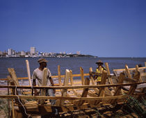 Two men making a boat at the coast, Delagoa Bay, Maputo, Mozambique von Panoramic Images