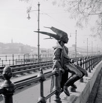 Statue on a railing von Panoramic Images