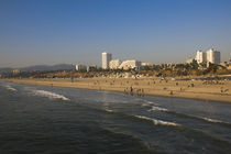 Tourists on beach with buildings in the background von Panoramic Images