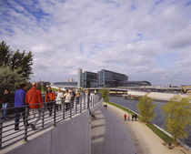 Group of people walking on a footpath along a river von Panoramic Images