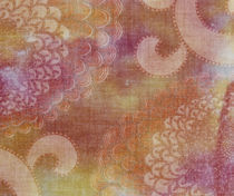 Blurred view of pink and white oriental chrysanthemum pattered fabric von Panoramic Images