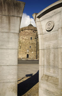 Reginald's Tower and Monument to the sinking of SS Coningbeg (1917) von Panoramic Images