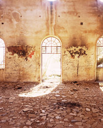 Interiors of a mosque damaged with fire, Syria von Panoramic Images