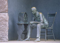 Bronze statue of a man listening to radio during great depression von Panoramic Images
