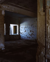 Bullet holes and war damage on the wall of a mosque, Syria von Panoramic Images