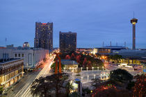Buildings lit up at dusk, San Antonio, Texas, USA von Panoramic Images