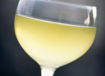 Close-up of a glass of white wine von Panoramic Images