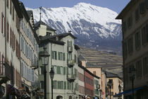 Low angle view of snowcovered mountain behind buildings in a town von Panoramic Images