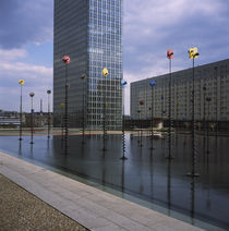 Pond in front of a building, La Defense, Paris, France von Panoramic Images