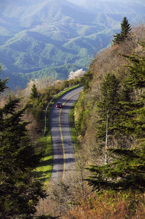 High angle view of car on Blue Ridge Parkway von Panoramic Images