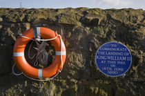 Plaque commemorating the landing of King William III at the Harbour von Panoramic Images