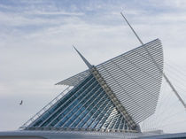 Museum in a city, Milwaukee Art Museum, Lake Michigan, Milwaukee, Wisconsin, USA by Panoramic Images