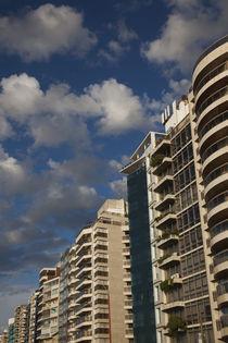 Low angle view of apartments, Rambla Mahatma Gandhi, Montevideo, Uruguay von Panoramic Images