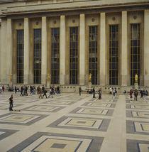Tourist in front of a building, Palais De Chaillot, Paris, France von Panoramic Images