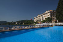 Swimming pool in a hotel von Panoramic Images