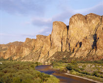 Rock formations in front of a river, Salt River, Phoenix, Arizona, USA von Panoramic Images