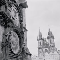 Low angle view of an astronomical clock on a government building von Panoramic Images