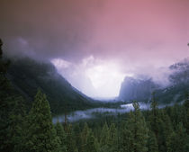 Storm clouds over mountains, Yosemite National Park, California, USA von Panoramic Images