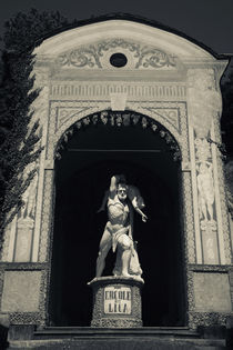 Statue of Hercules and Lica in a garden von Panoramic Images