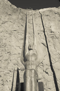 Low angle view of a statue at a dam, Boulder City, Hoover Dam, Nevada, USA von Panoramic Images