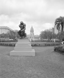 Statue of the thinker in a formal garden von Panoramic Images