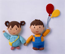Cartoonish boy and girl holding hands boy holding balloons von Panoramic Images