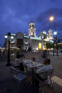 Tourists at a sidewalk cafe, Plaza 9 De Julio, Salta, Argentina von Panoramic Images