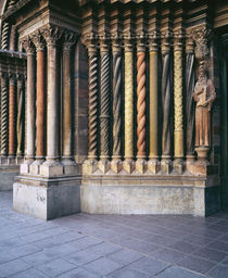 Multi-colored carved columns of a cathedral von Panoramic Images