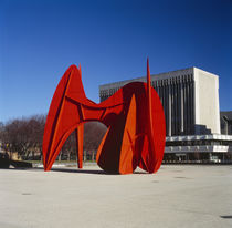 Sculpture in front of a building von Panoramic Images