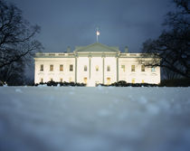 Surface view of snow in front of the White House, Washington DC, USA von Panoramic Images