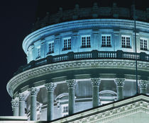 Low angle view of the dome of a government building von Panoramic Images
