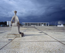 Statue at a courtyard, Palacio Do Planalto, Brasilia, Brazil von Panoramic Images