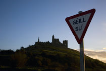 Gaelic Stop Sign, Below the Rock of Cashel, County Tipperary, Ireland von Panoramic Images