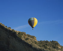 Low angle view of a hot air balloon in the sky, Taos County, New Mexico, USA von Panoramic Images