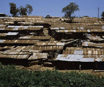Huts in a shanty town, Kibera, Nairobi, Kenya von Panoramic Images