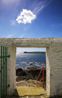 Doorway near Ballynacourty Lighthouse von Panoramic Images