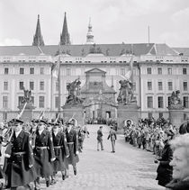 Group of soldiers marching von Panoramic Images