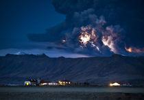 Erupting volcano, Eyjafjallajokull, Iceland von Panoramic Images