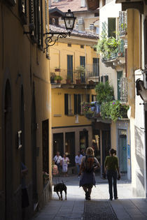 Tourists in a town, Bellagio, Lakes Region, Lombardy, Italy von Panoramic Images