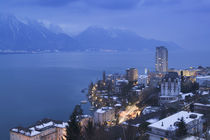 High angle view of buildings on a lakeside, Lake Geneva, Montreux, Switzerland von Panoramic Images