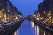Cafes and restaurants along a canal, Naviglio Grande, Milan, Lombardy, Italy von Panoramic Images