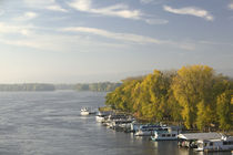 Boats anchored at a port, Mississippi River Valley, La Crosse, Wisconsin, USA von Panoramic Images