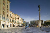 Tourists at a town square, Piazza San Oronzo, Lecce, Apulia, Italy von Panoramic Images
