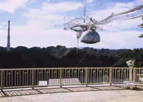 Low angle view of a radio telescope von Panoramic Images