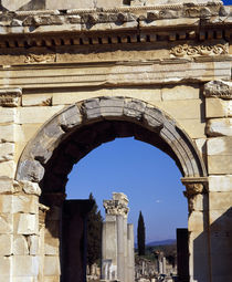 Ruins of an archway, Ephesus, Turkey von Panoramic Images