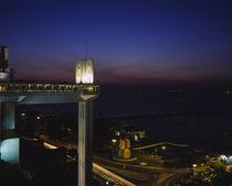 Lacerda elevator lit up at night, Salvador, Bahia, Brazil von Panoramic Images