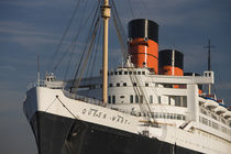 Rms Queen Mary cruise ship at a port von Panoramic Images
