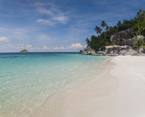 Rocks on the beach, Pulau Dayang Beach, Malaysia von Panoramic Images