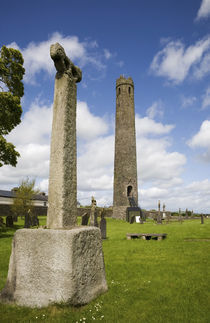 Round Tower and High Cross by Panoramic Images
